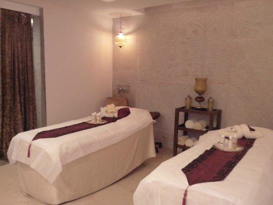 Zaara - The Luxury Spa: couple massage