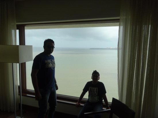 The Oberoi, Mumbai: See Cool.....Arabian Sea from rooms.....