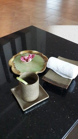Tara Angkor Hotel : Welcome drink and cool towel