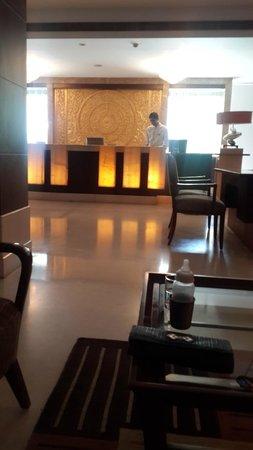 Ramada Plaza JHV Varanasi: Reception area