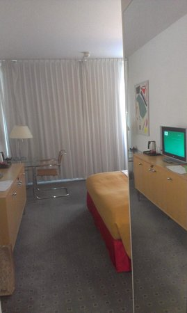 Holiday Inn Berlin City-West: big room