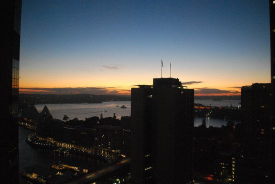 Sydney Harbour Marriott Hotel at Circular Quay : Sunrise from Hotel Room