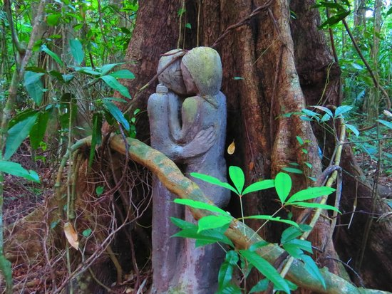 Rainforest Hideaway: sculptures