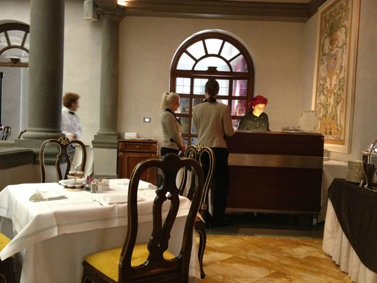The St. Regis Florence : servers waiting for eggs from the omelette chef