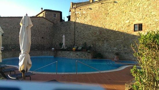 UNA Palazzo Mannaioni: der Pool, tagsüber in Sonnenlage