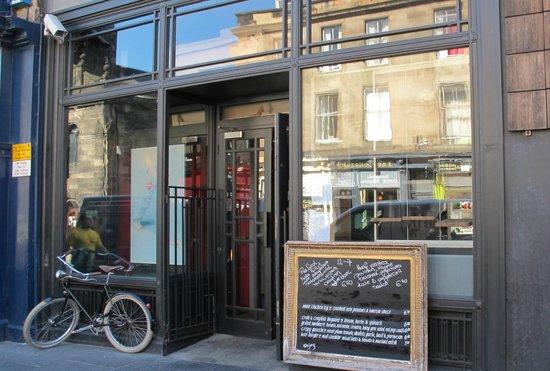 The Outsider Restaurant: Restaurante muy agradable