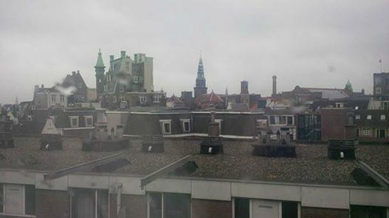 Crowne Plaza Amsterdam City Centre: Early morning view of Amsterdam from our room
