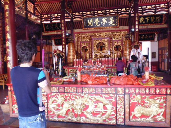 Dongyue Temple: view inside temple