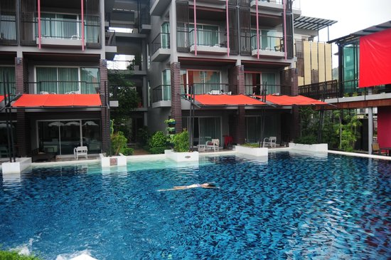 Red Ginger Chic Resort: Rooms facing huge pool