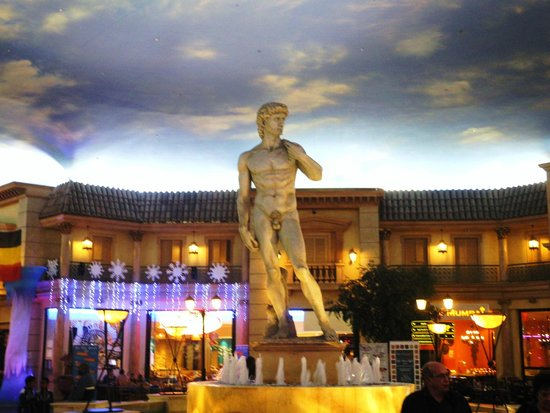 Peermont Mondior at Emperors Palace: Entertainment area