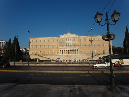 Hellenic Parliament : Vouli from across the Syntagma square.