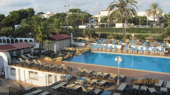 Barcelo Ponent Playa: Вид с балкона на бассейн