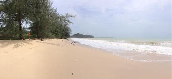 Beyond Resort Khaolak: beach looking south