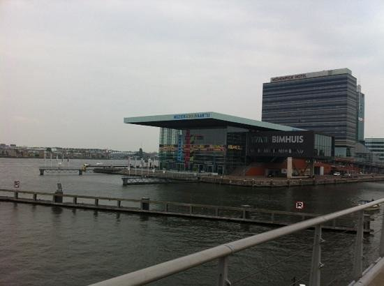 Movenpick Hotel Amsterdam City Center: movenpick hotel street view