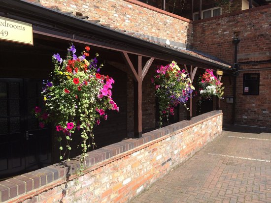 DoubleTree by Hilton York : Lovely hanging baskets