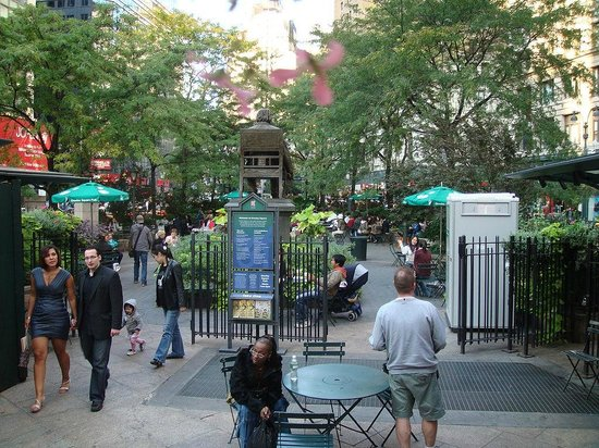 Herald Square : Greeley Square