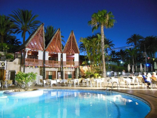 IFA Catarina Hotel: Sicht von der Hotelbar auf den Pool und Animationsbühne