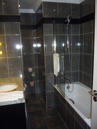 Hotel California Paris Champs Elysees : Bathroom