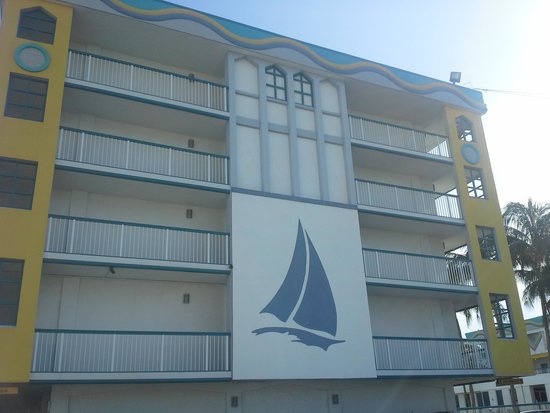Best Western On The Bay Inn & Marina: facade of hotel