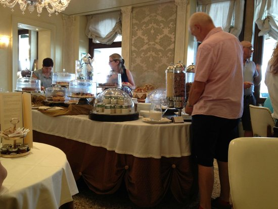Hotel Londra Palace : breakfast buffet