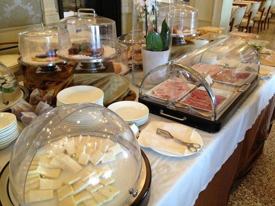 Hotel Londra Palace: breakfast selection