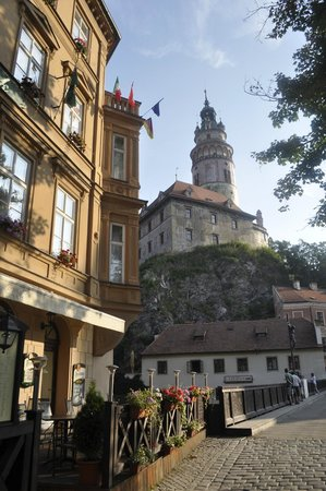 Hotel Dvorak: Front of Hotel towards the castle
