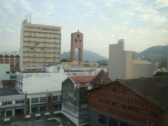 Ibis Hotel Blumenau : vista e sons do sino !