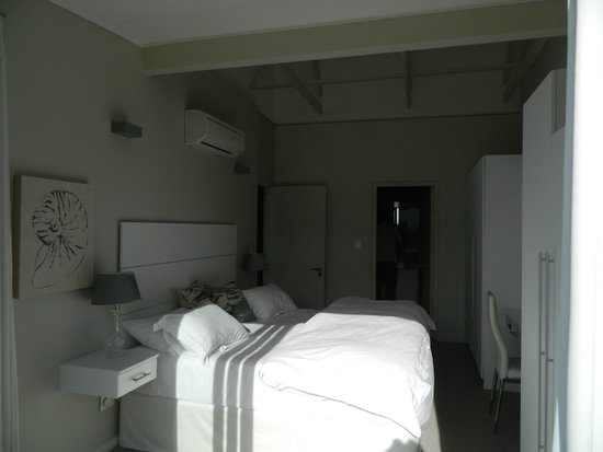 The Whale Coast All Suite Hotel: Main en-suite