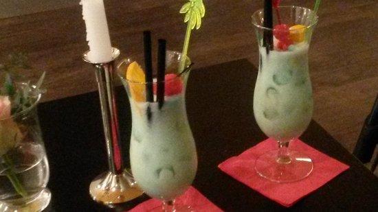 Kongress Hotel Davos: Kühles Getränk an der Bar