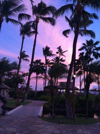 Sheraton Maui Resort & Spa: Sunset at Black Rock Restaurant