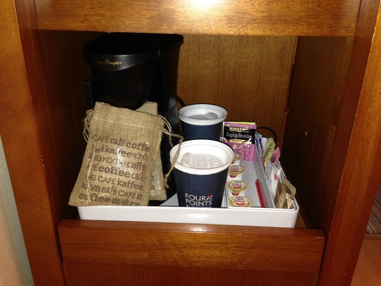 Four Points by Sheraton & Conference Centre Gatineau-Ottawa: Coffee and Tea in the guest room