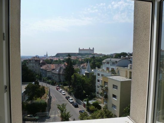 Mamaison Residence Sulekova Bratislava: View from Room out to the castle