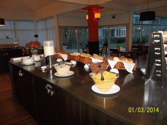 New West Inn Amsterdam : Mostrador desayunos