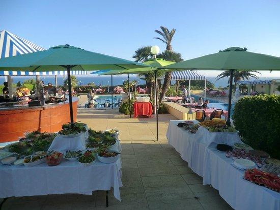 Hotel Baia Cristal: barbecue in piscina