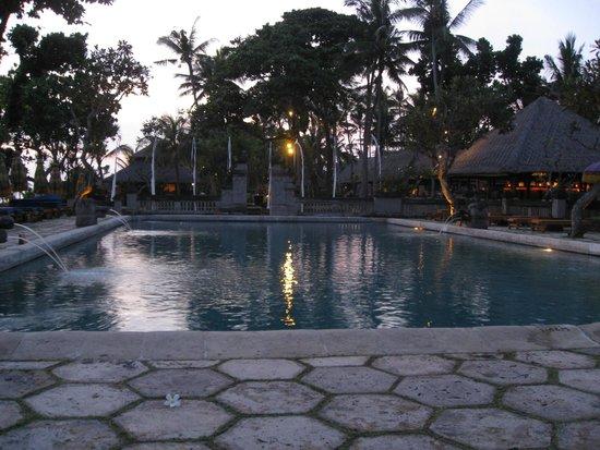 The Oberoi Bali: Piscina
