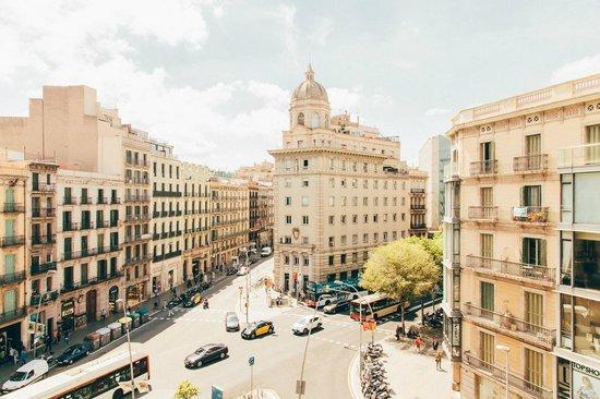 Hotel Regina Barcelona: View from room