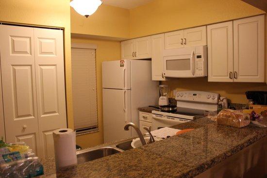 Holiday Inn Club Vacations At Orange Lake Resort: Kitchen area