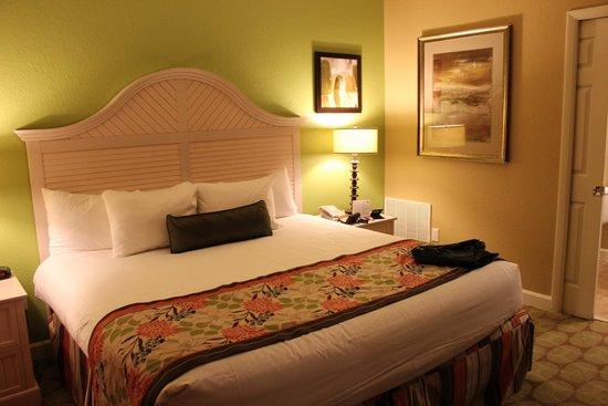 Holiday Inn Club Vacations At Orange Lake Resort: Master bedroom/King bed