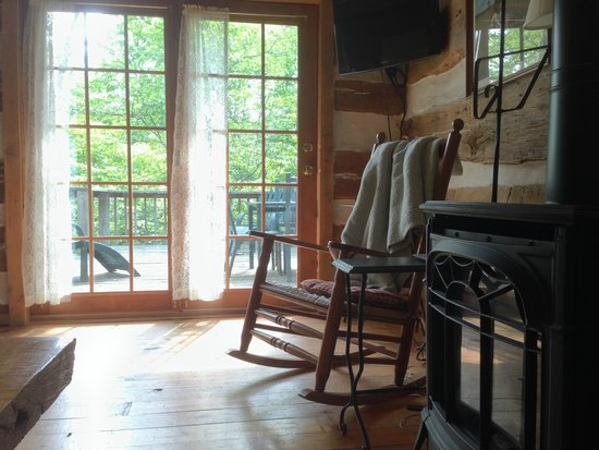 The Inn & Spa at Cedar Falls: Inside the Dogwood Cabin