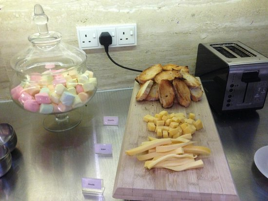 Ovolo Noho: Nibbles during the Happy Hours
