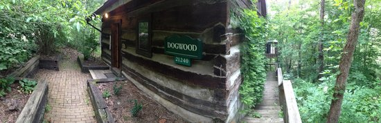 The Inn & Spa at Cedar Falls: Outside Dogwood Cabin