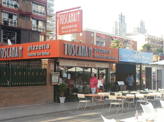 Pizzeria Toscana: Local por fuera