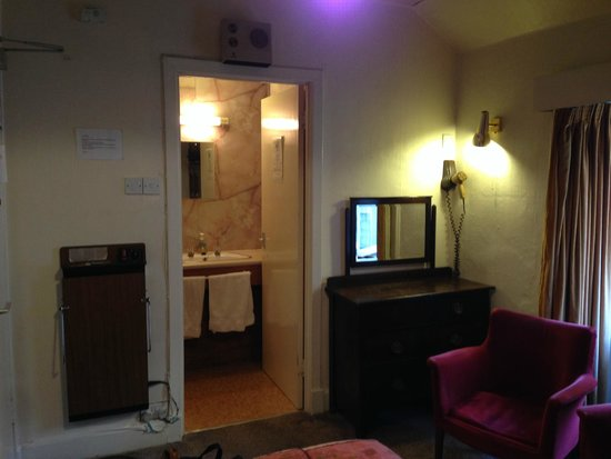 Lancaster: Bedroom