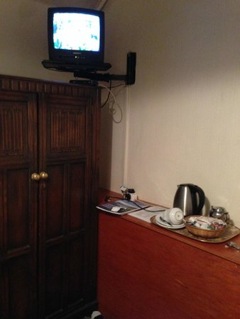 Lancaster: TV & tea making facilities