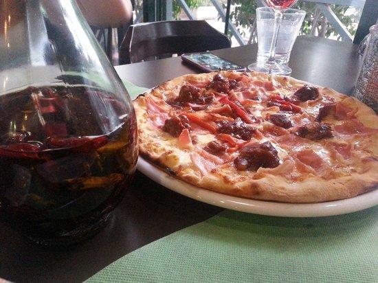 Pizzeria Toscana: Pizza con salsa picante al gusto