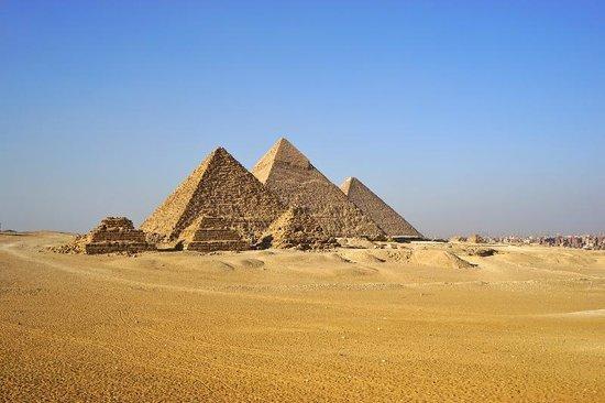 Plateau de Gizeh : 9つのピラミッドを見渡せる展望地点から