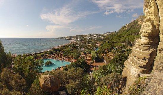 Giardini Poseidon Terme: Vista del parco dalla grotta della sauna