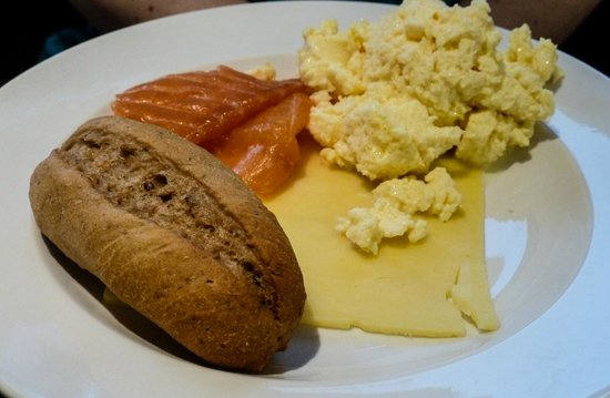Hilton London Gatwick Airport : Executive Lounge breakfast at the Hilton London Gatwick