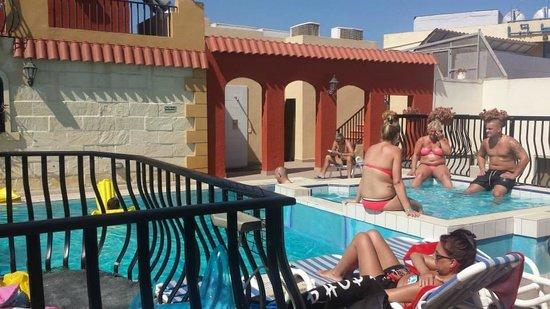Soreda Hotel: Pool