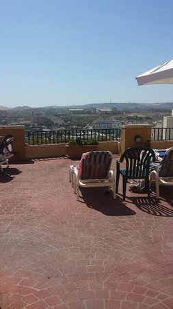 Soreda Hotel : Other side of roof top terrace by bar